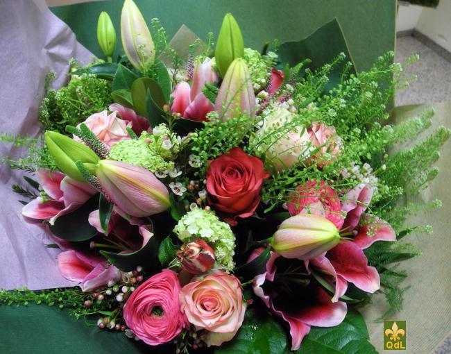 Rose, Renoncule ,Lys Orientaux , Fleurs de Cire , Viburnum Boule de neige ,Thalaspi