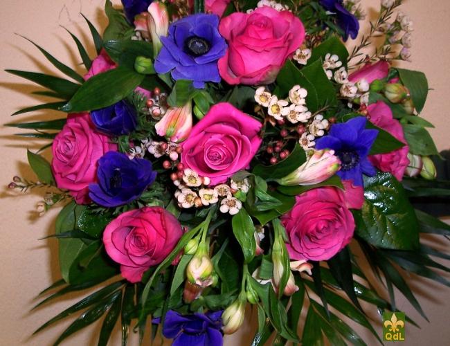 Rose ,Anémone , Alstromeria , Fleurs de Cire