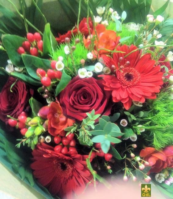 Rose , Germini , Freesia ,Hypericum , Oeillet , Fleurs de Cire